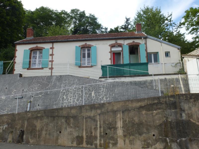 Maison d'habitation de plain-pied avec terrain de 730 m2.