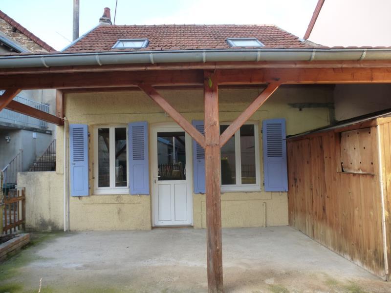 Centre ville Saint-Eloy-Les-Mines, maison d'habitation type F3 avec cour.