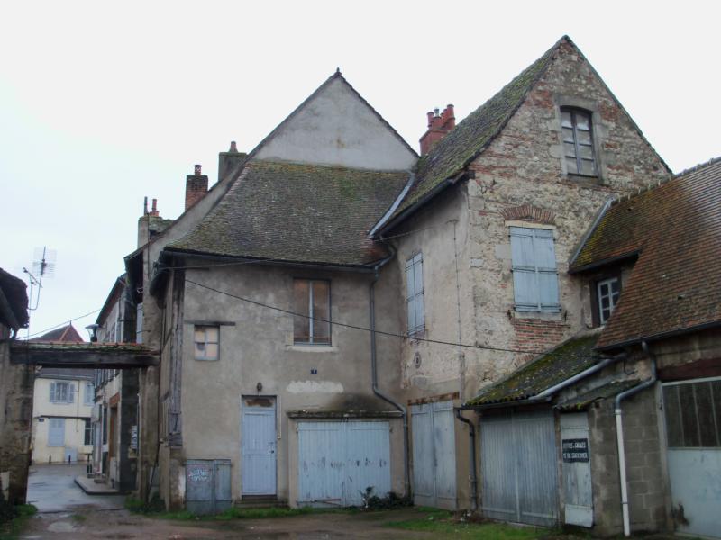 SAINT POURCAIN SUR SIOULE - Immeuble avec 30 garages