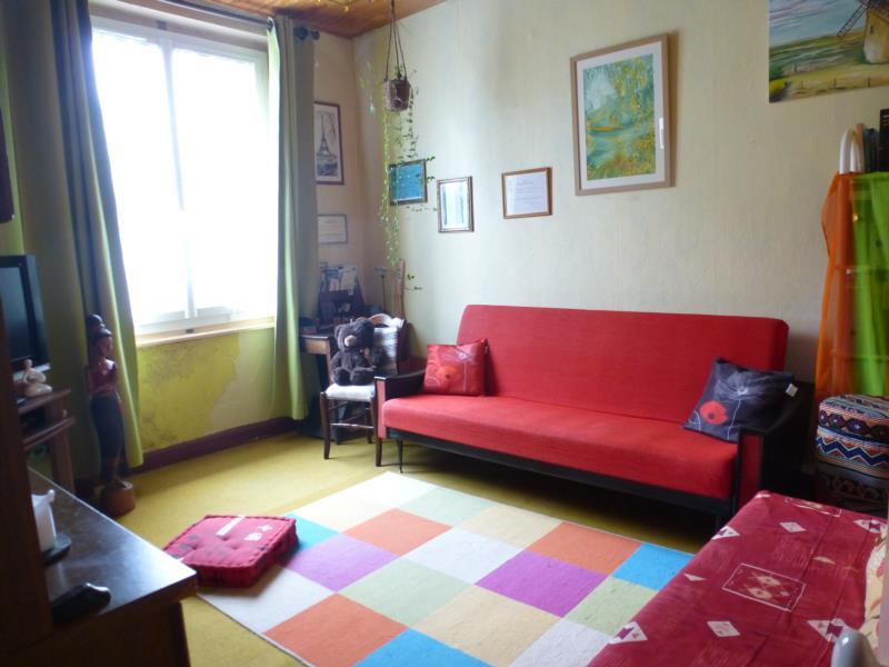 Saint-Eloy-Les-Mines!!! Appartement type F2 avec terrain.