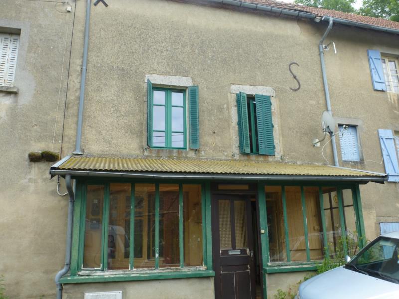 Montaigut-En-Combraille!!! Maison d'habitation type F2 avec dépendance et terrain.