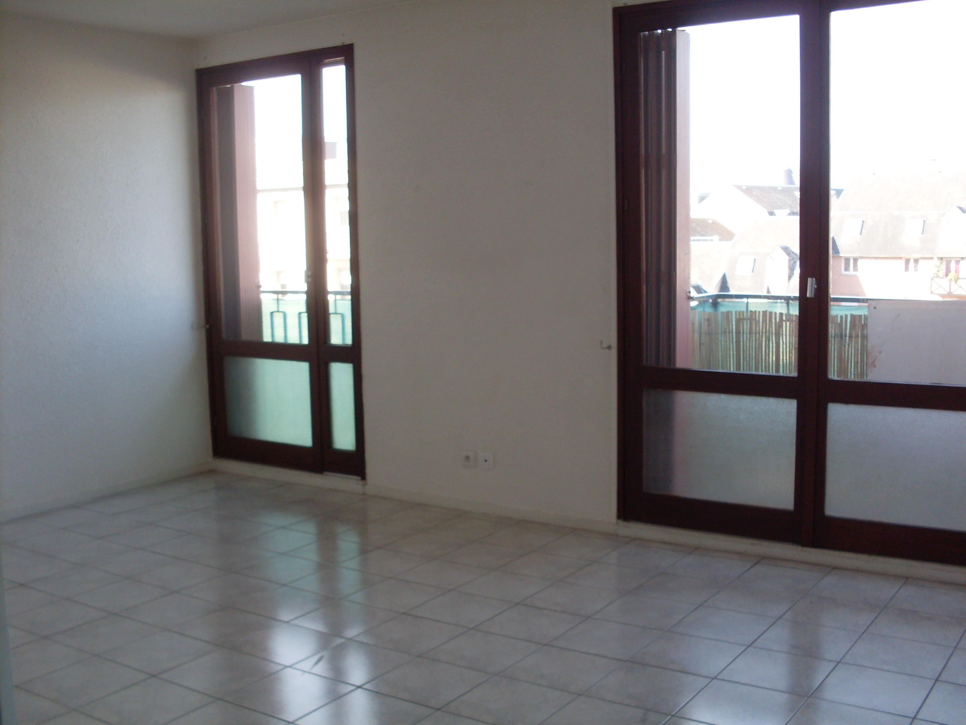 LOCATION MONTLUCON APPARTEMENT F4 TRES LUMINEUX