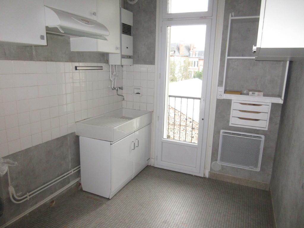 LOCATION APPARTEMENT F3 MONTLUCON CENTRE VILLE