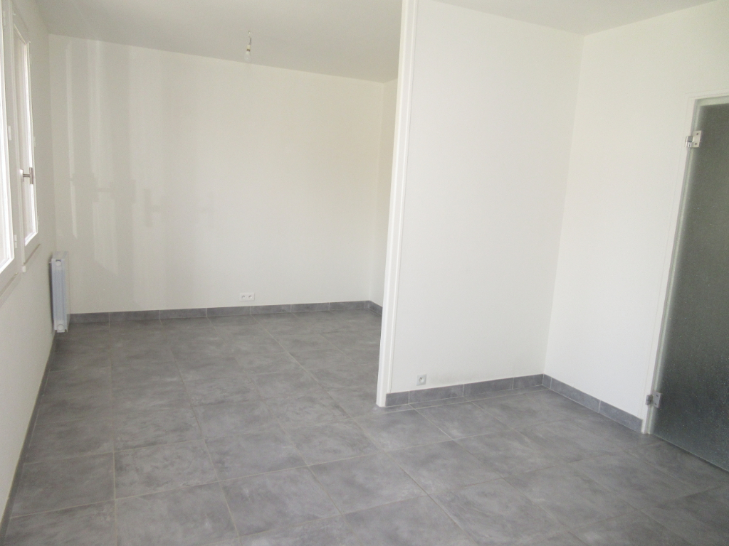 LOCATION DOMERAT APPARTEMENT F1 BIS