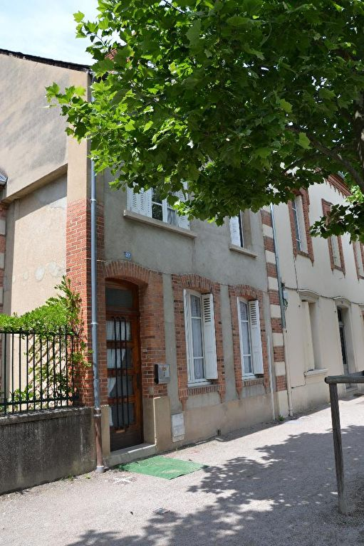 A ST POURCAIN CHARMANTE MAISON DE VILLE DE 95 M² AVEC COUR PRIVATIVE