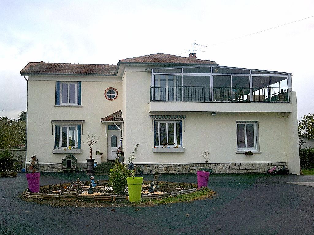 Belle Villa à Vendat de 229 m2