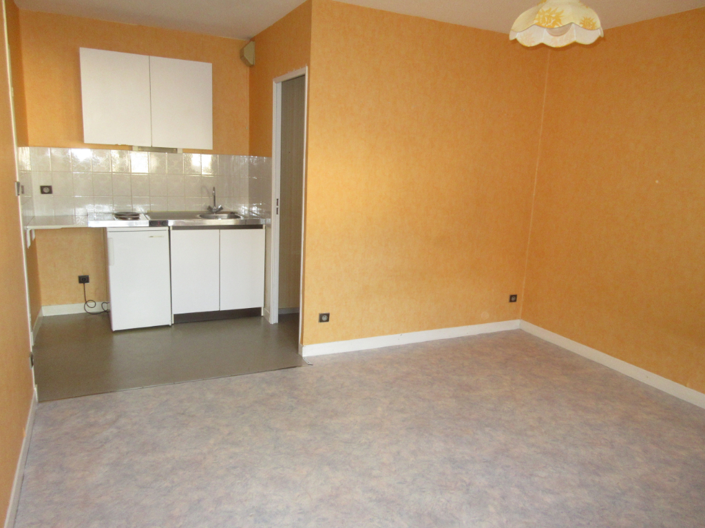 LOCATION APPARTEMENT F1 / STUDIO CENTRE VILLE MONTLUCON