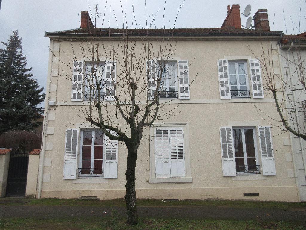 Maison Commentry 6 pièce(s) 190 m2