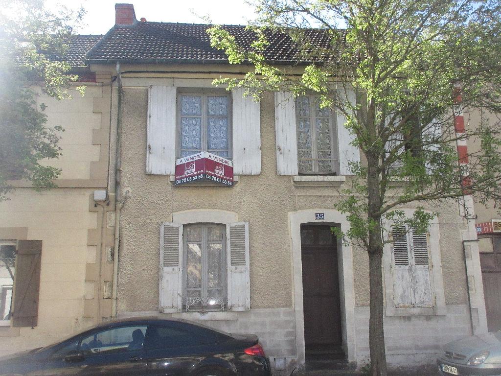 A vendre immeuble de rapport composé de 2 appartements à Montluçon quartier des Fours à chaux