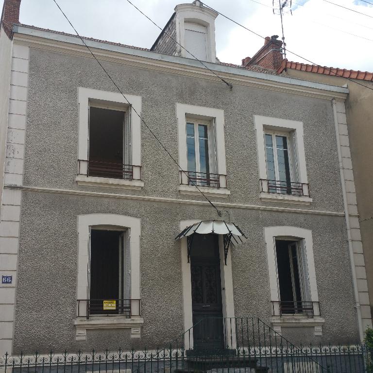 Maison Montlucon 6 pièce(s) 150 m2