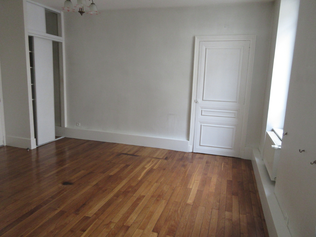 LOCATION APPARTEMENT F1 MONTLUCON CENTRE VILLE