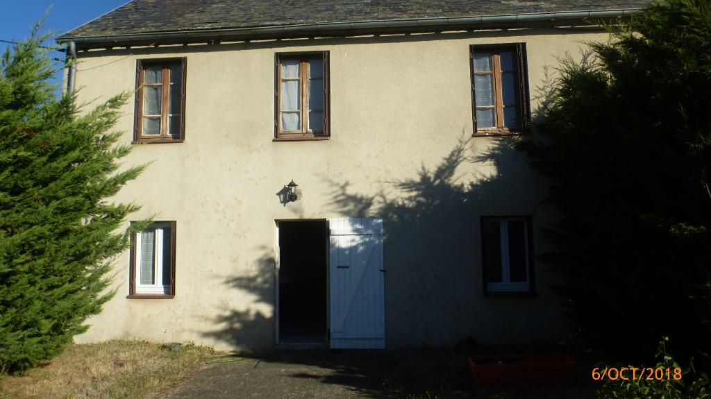 Saint-Hilaire-Près-Pionsat!!!! A louer Maison d'habitation type F4 avec cour et garage.