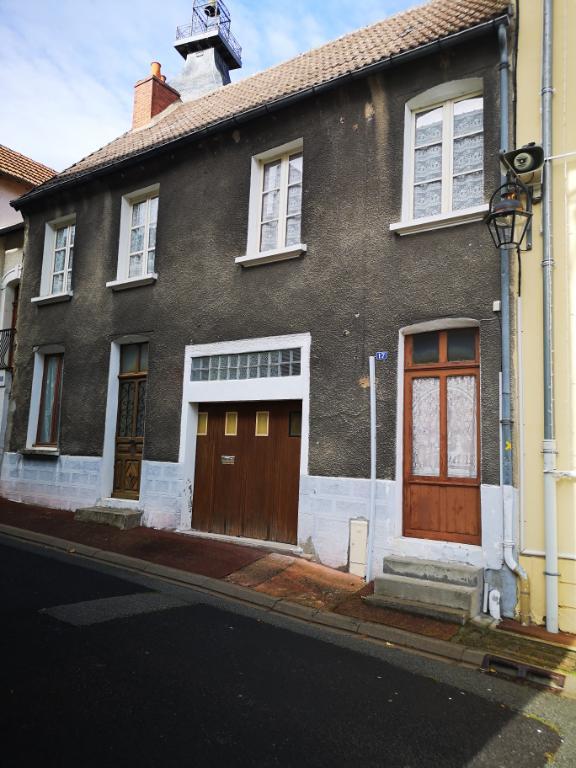 Montaigut En Combraille !!! Maison d'habitation type F4 avec terrains dépendances et garage.