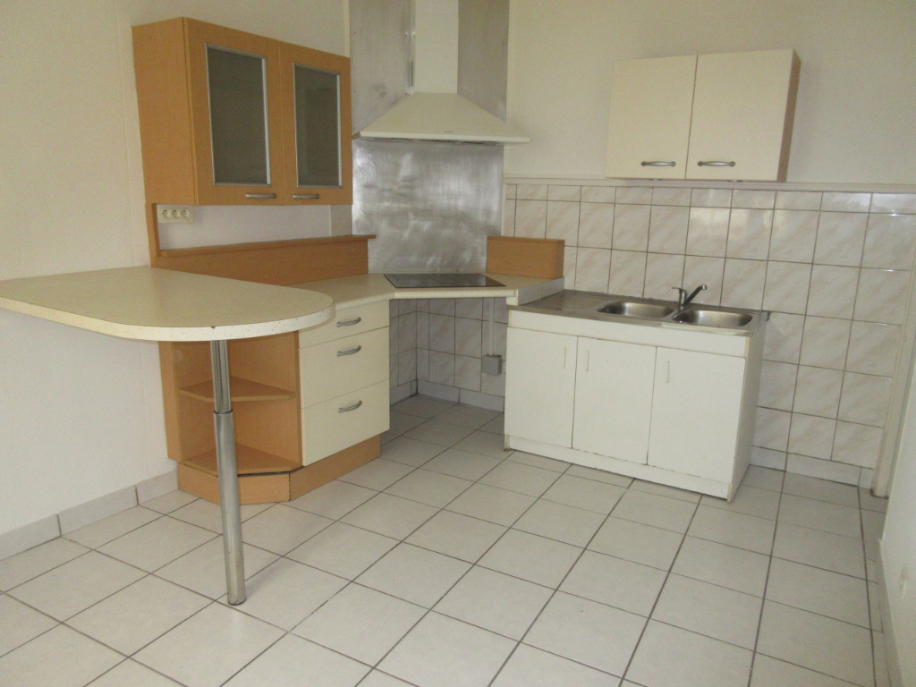 LOCATION APPARTEMENT F1BIS CENTRE VILLE MONTLUCON