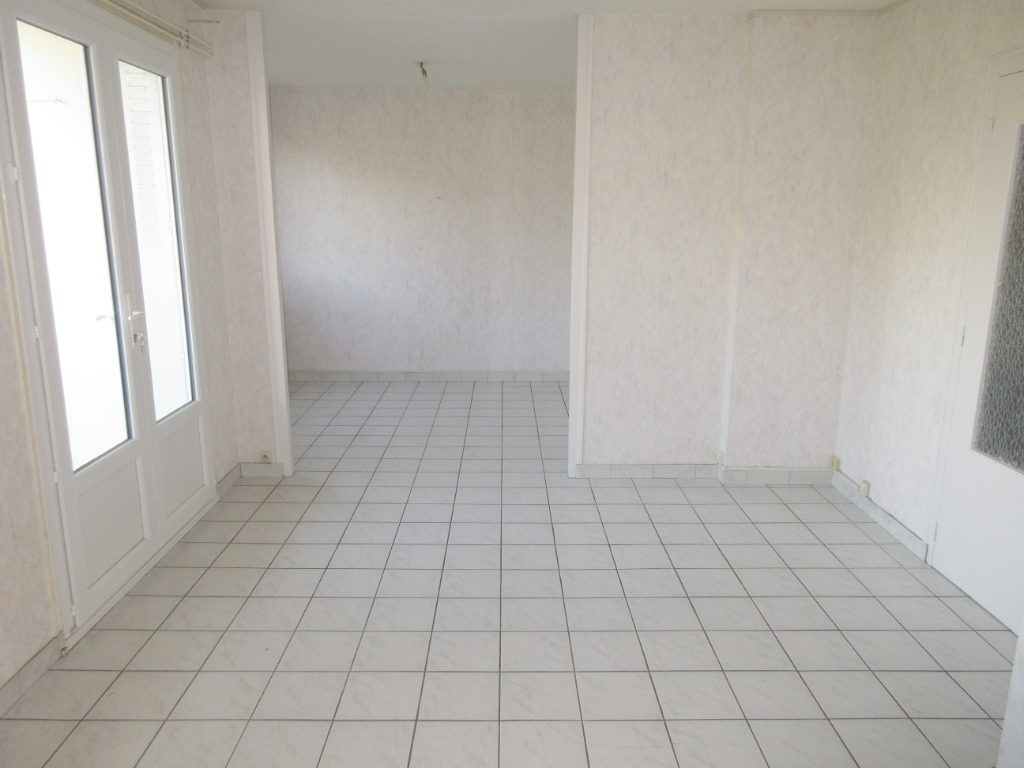 LOCATION APPARTEMENT F3 BIS DOMERAT CENTRE VILLE