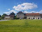 Vayrac belle demeure, 5 chambres, piscine, dépendance, four à pain. Au calme, proche des commerces.