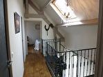 Ancienne grange rénovée type Loft, 2 chambres, terrasse couverte. Idéalement située à côté des commerces, à pied à la Dordogne et à seulement 10 mn de l'autoroute A20.