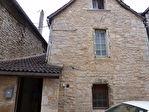 MARTEL Centre maison de village en pierre à rénover, avec garage, sans jardin ni terrasse. Tous commerces à pied.