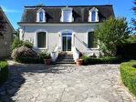 SAINT-SOZY : maison de maître avec jardin. Commerces, crèche, école et Dordogne à pied.