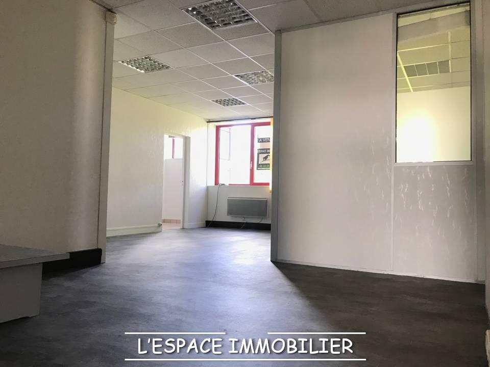 CHERBOURG À VENDRE en RDC bureaux 108 m² env .