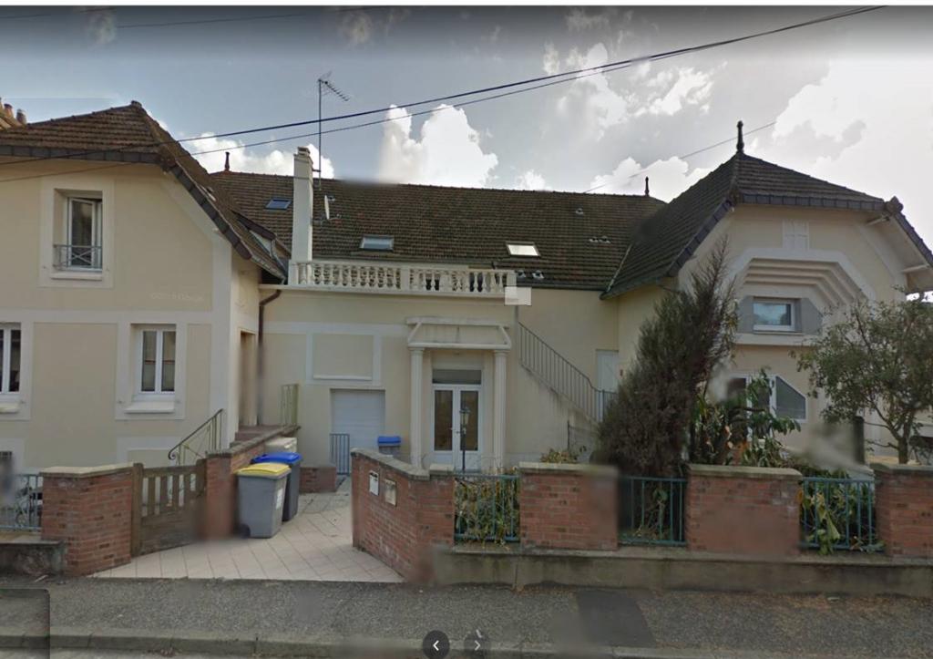 EQUEURDREVILLE Appartement T4 environ 98 m²