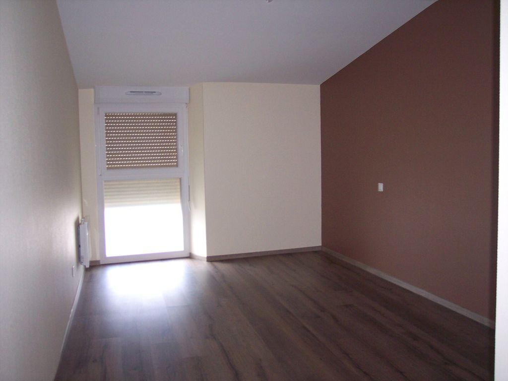 A louer Appartement HEVILLIERS 3 piéces