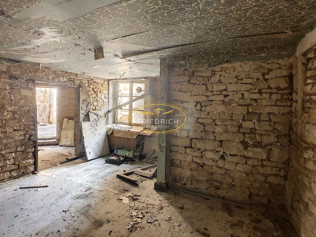 Maison à rénover entièrement - Axe COMMERCY / ST MIHIEL