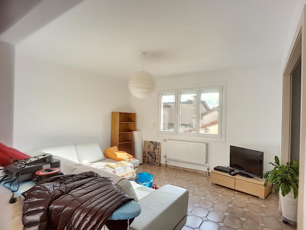 Appartement F4 rénové - LIGNY EN BARROIS