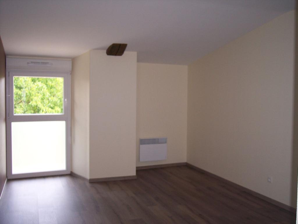 A louer Appartement HEVILLIERS 80m²