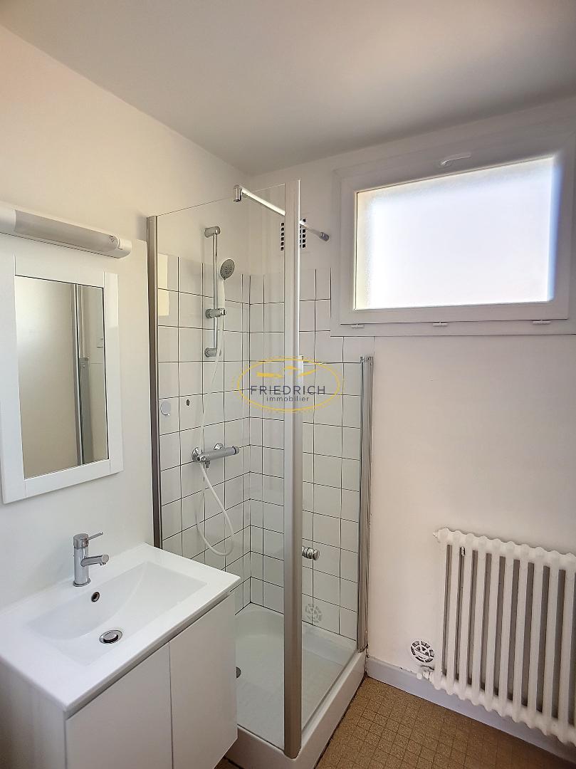 Appartement de type F3 rénové - GONDRECOURT LE CHATEAU