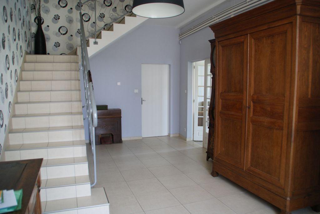 A vendre Maison MOGNEVILLE 220m² 180.000 7 piéces