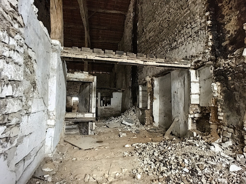 Grange à rénover - SORCY SAINT MARTIN
