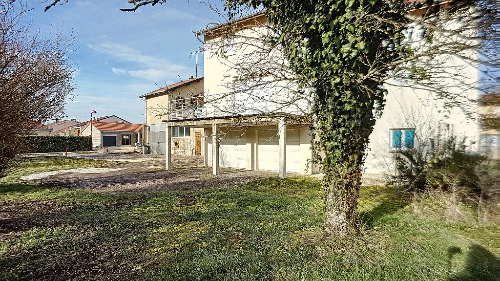 A louer Maison VELAINES 127m² 750
