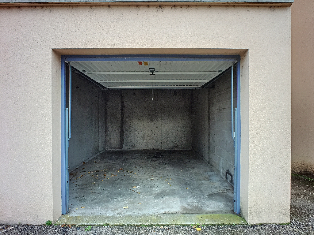 A louer Parking / box COMMERCY 18m² 50
