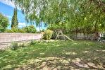 Maison de plain pied  120 m²  dans un jardin clos et arboré de 880 m² environ; Environnement très calme , proche de toutes les