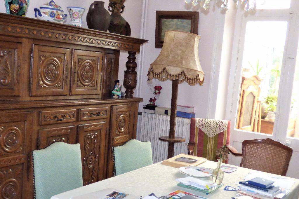 A vendre une jolie maison quatre chambres proche de la plage : Villa Anna