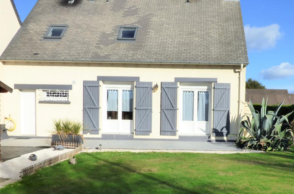 """Maison quatre chambres à vendre à St-Coulomb proche commerces : """"Coquette"""""""