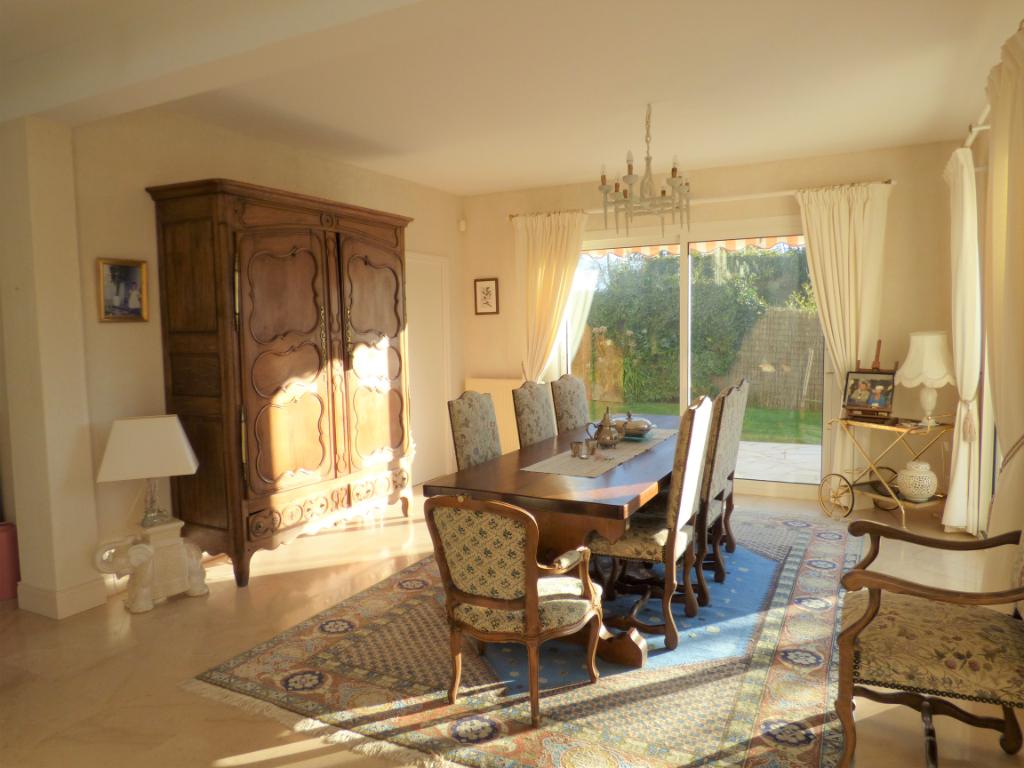 A Saint-Malo, superbe maison quatre chambres proche plage : Orchidée
