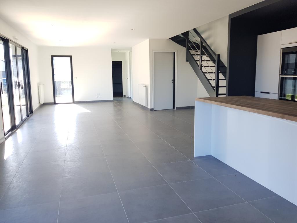 Maison d'architecte neuve quatre pièce à Saint-Ideuc