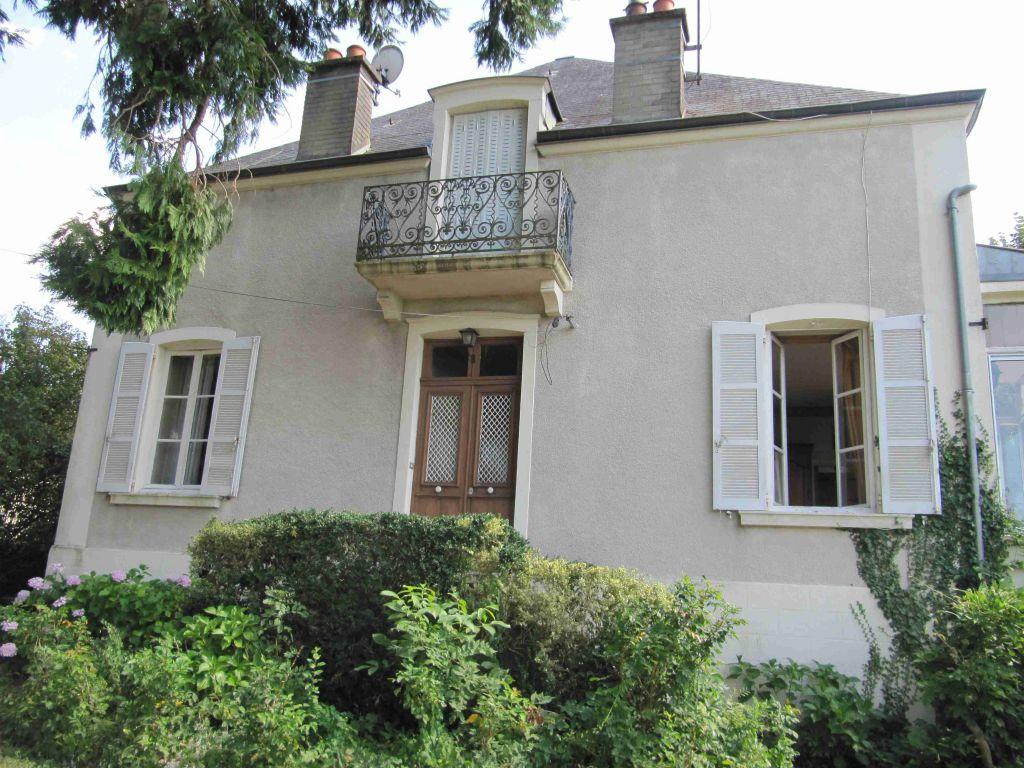 Maison - 9 piéce(s) - 289000 €