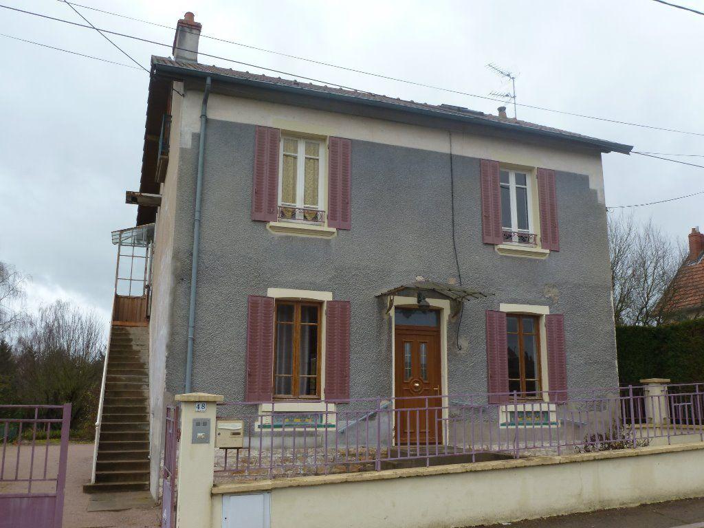 Maison - 8 piéce(s) - 119000 €