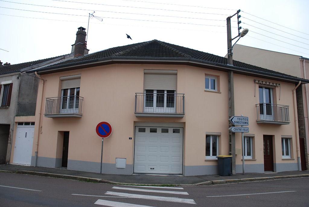 Maison - 5 piéce(s) - 800 €
