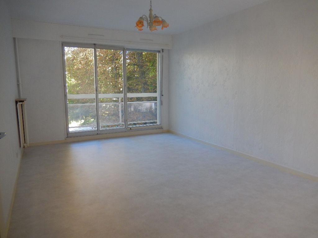 Appartement - 3 piéce(s) - 450 €