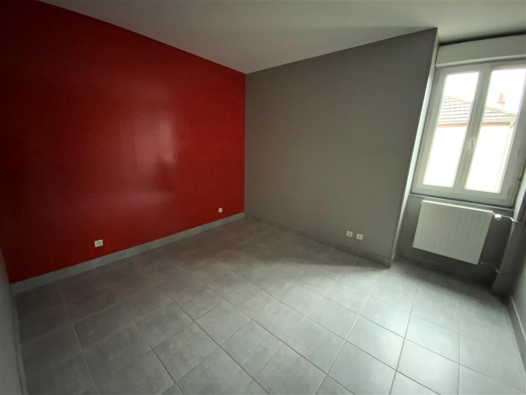 Appartement - 4 piéce(s) - 520 €