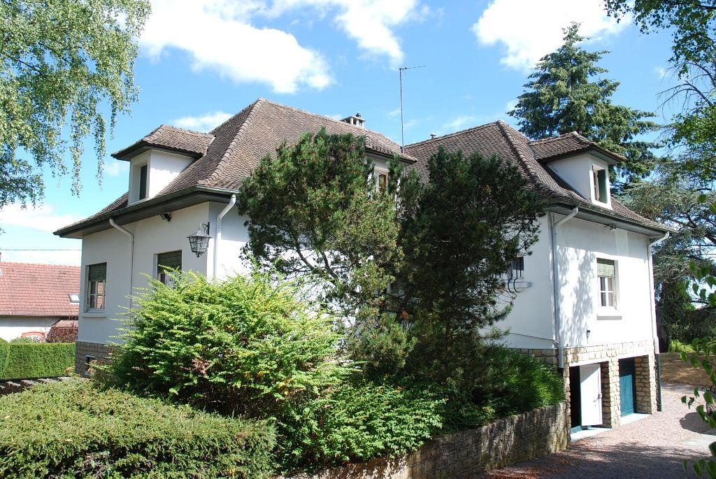 Maison - 7 piéce(s) - 275000 €