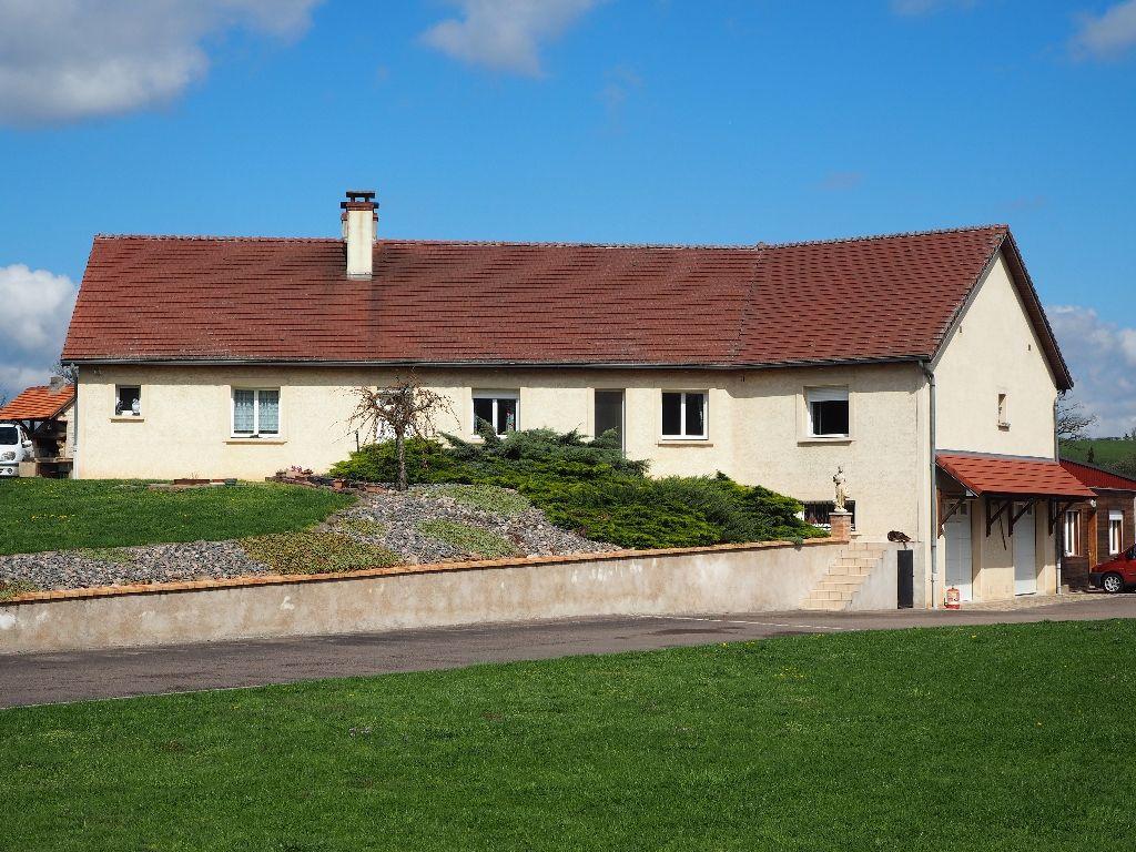Maison - 7 piéce(s) - 329000 €
