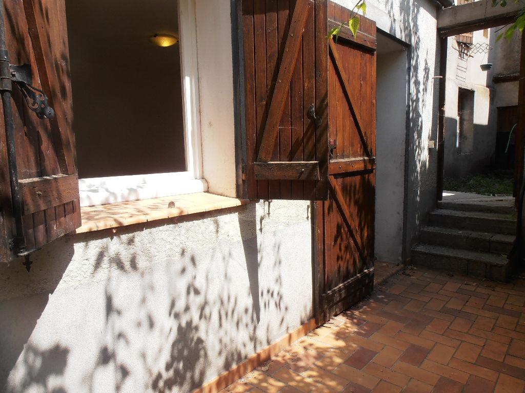 Appartement - 2 piéce(s) - 300 €