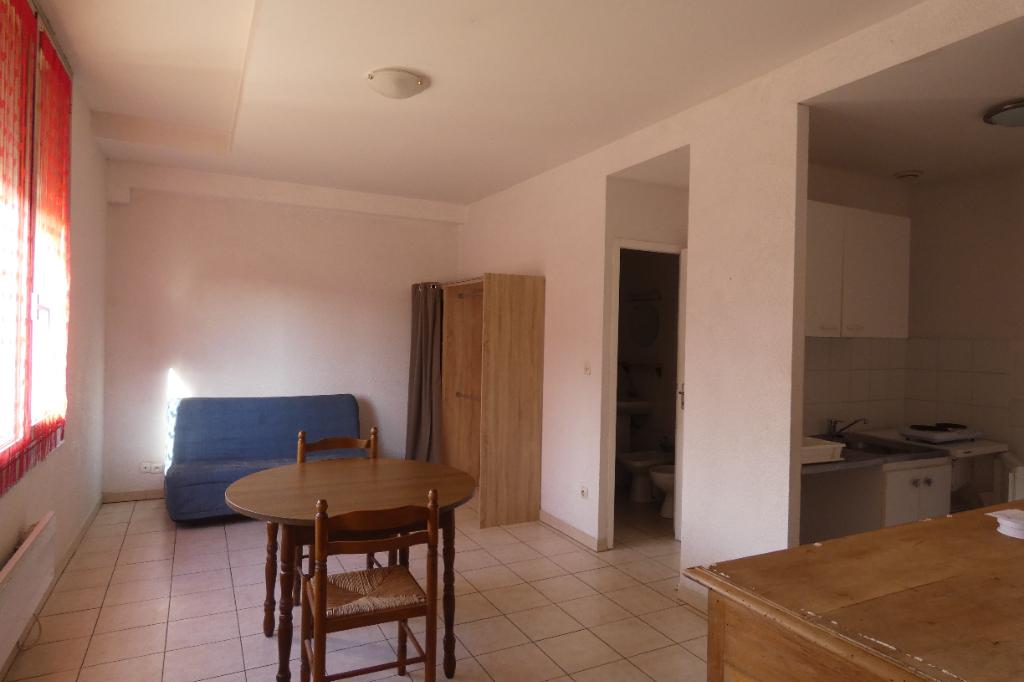 Appartement - 1 piéce(s) - 300 €