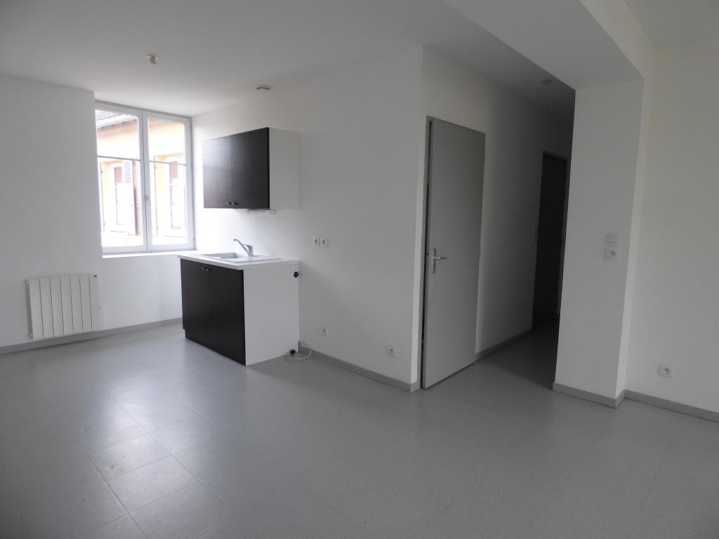 Appartement - 3 piéce(s) - 350 €