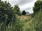 Terrain plat de1078 mètres carrés, dans bourg avec commodités !